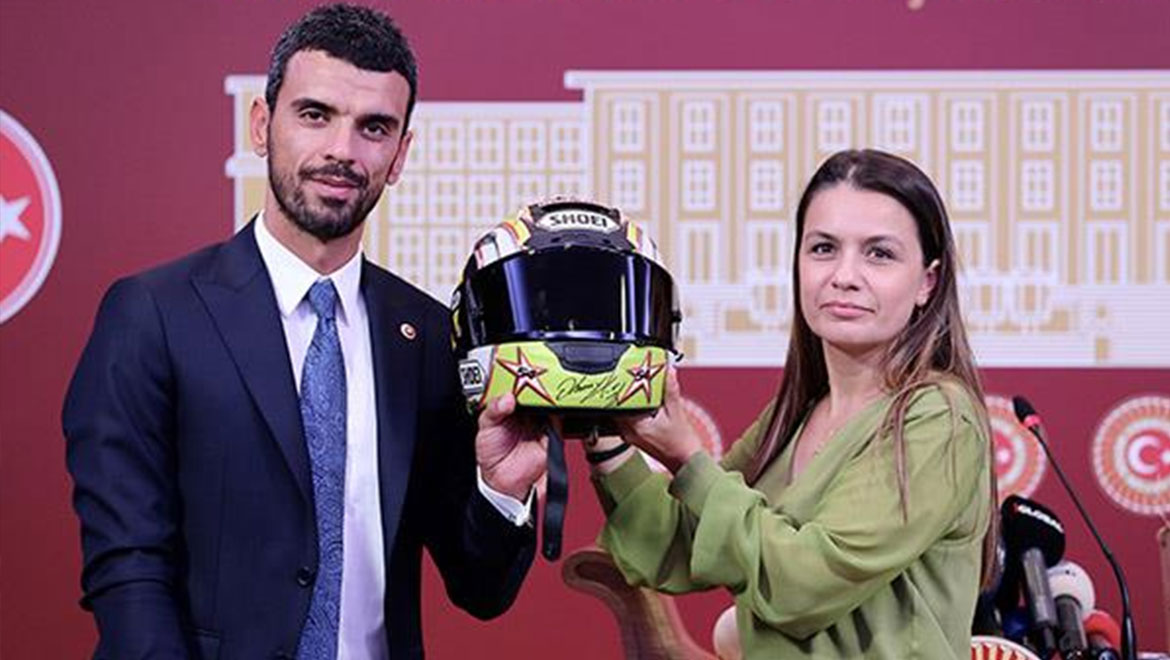Kenan Sofuoğlu donated his crash helmet that saved his life to Green Crescent